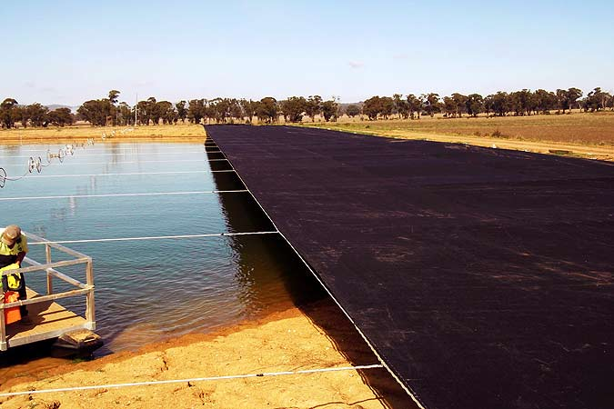 Dam covers evaporation reduction